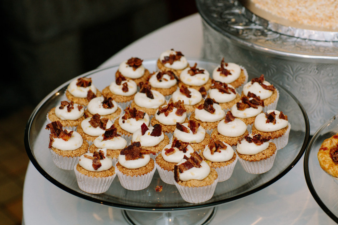 cupcakes topper with maple frosting and bacon